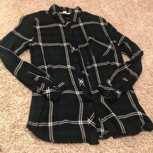Flannel long-sleeve button up